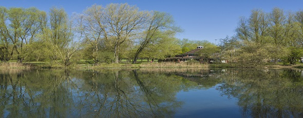 D81_3075Inn on the Lake Mount Farm park.jpg