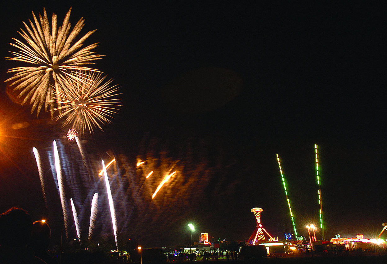fireworks 3 Andy Handley MK News.jpg