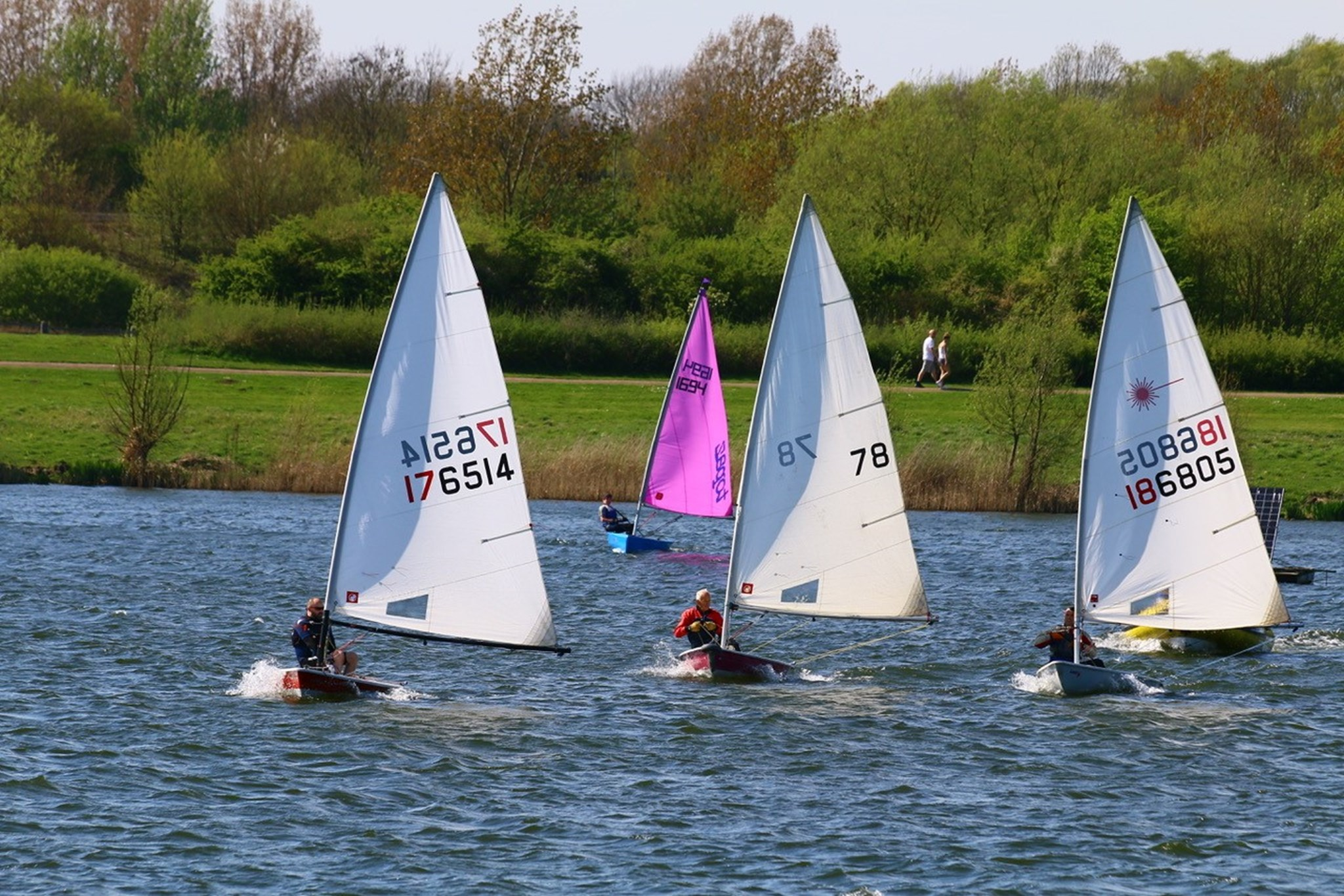 MKSC 4 sailing boats and walkers in background.jpg